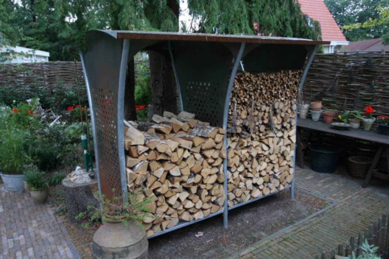 heizen mit holz brennholz richtig lagern haus haushalt. Black Bedroom Furniture Sets. Home Design Ideas